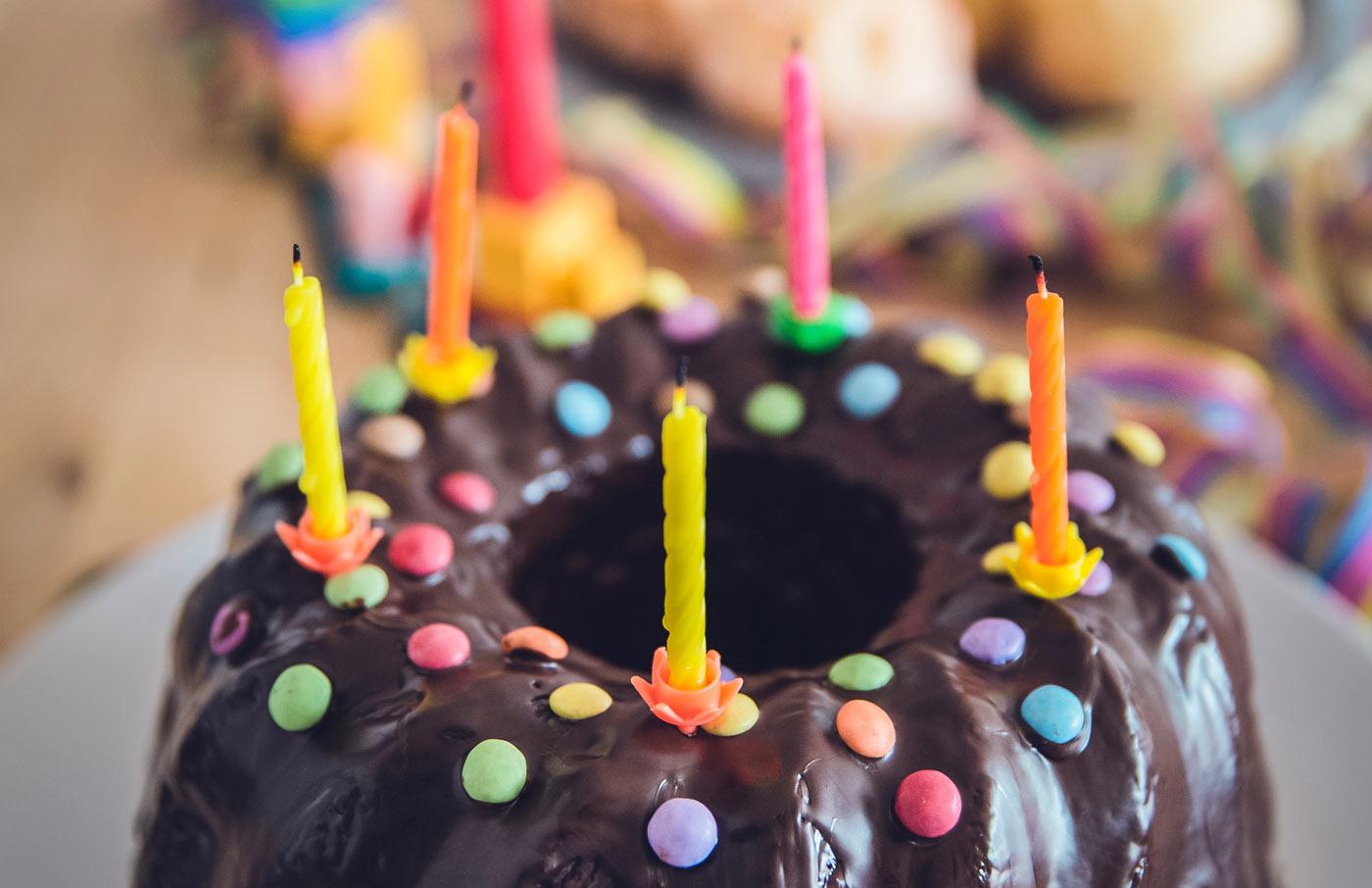 festeggia compleanno